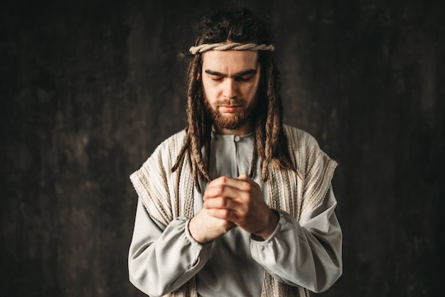 イエス・キリストは祈っています。神への信仰、キリスト教の信仰