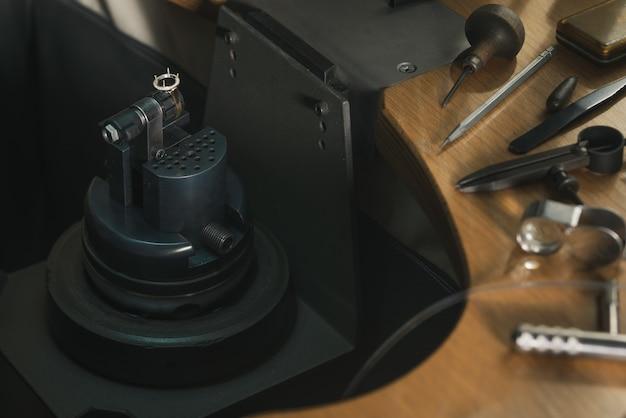 보석상 작업실. 보석 작업용 도구 및 장비