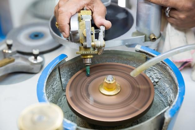 ジュエリー生地の製造、セイロンの宝物。スリランカの宝石の美しさ