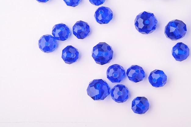 宝石宝石ビーズ青と濃い青の色