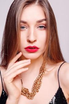 ジュエリー、休日、贅沢、人々のコンセプト-自然で完璧な肌を持つ美しい女性の顔