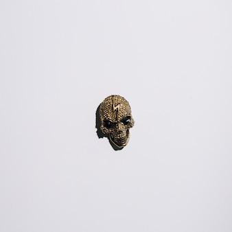 額に稲妻があるジュエリーの頭蓋骨