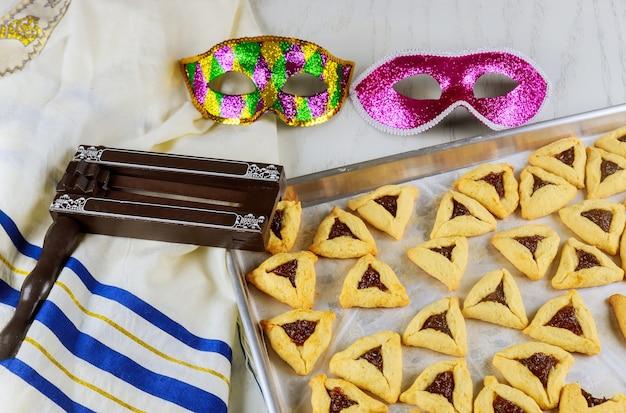 Еврейские ушки аман печенья с вареньем на пурим с маской, талит-шумогенератор.