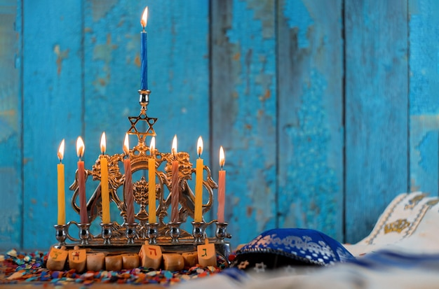 Еврейский праздник ханнука символы - менора