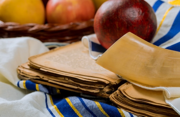 ユダヤ教の祝日、rosh hashanah、apples honey、そしてpomegranate torah book。