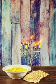 유태인 휴일 기호 유태인 음식 유태인 기호 하누카 메노라 촛불과 matzo 수프