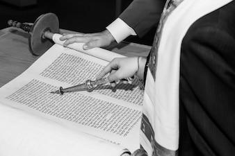 Еврей, одетый в ритуальную одежду