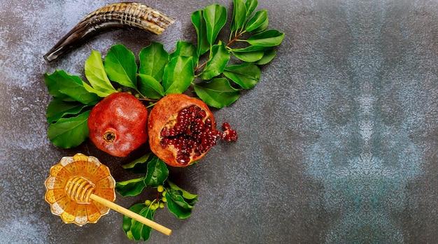 ザクロと蜂蜜とユダヤ人の新年のコンセプトです。ロッシュハシャナ。