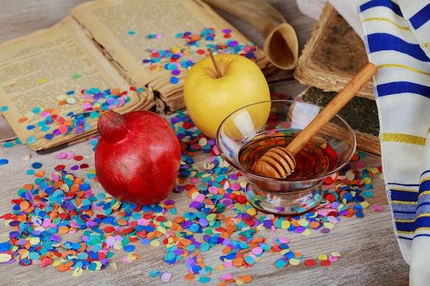 Еврейский новый год в символике празднования рош ха-шана на праздничном столе