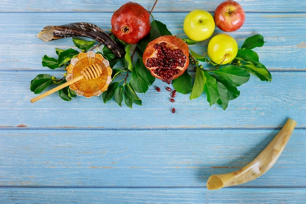 ユダヤ人の新年またはロシュハシャナのコンセプト。伝統的な食べ物。