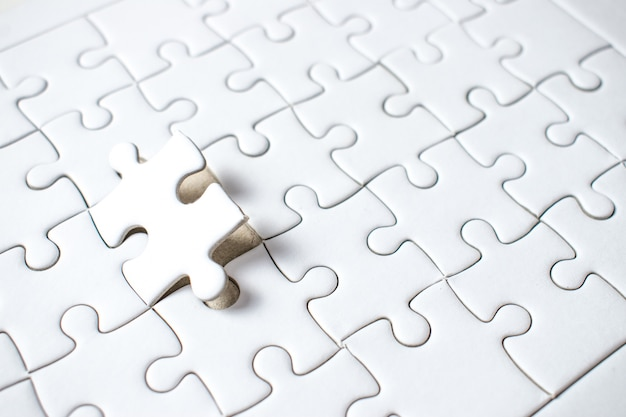 A jigsaw puzzle of the missing success teamwork.
