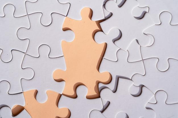 ジグソーパズルはipinkの背景に未分類のピース