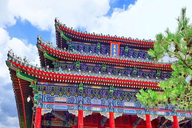 Jingshan park, pavilion of everlasting spring (wanchun ting), near the forbidden city, beijing. china.inscription translate-