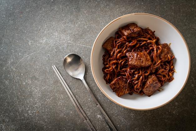 Джапагури или чапагури, острая лапша из корейской черной фасоли с говядиной - корейский стиль еды