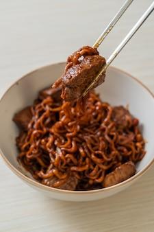 짜파 구리 또는 차파 구리, 쇠고기와 함께 한국 검은 콩 매운 국수
