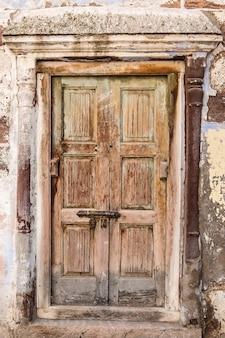 ジョードプルインド古い木製のドアのクローズアップビュー