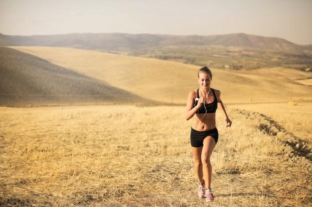 田舎でジョギングします。
