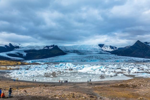 アイスランド南部のゴールデンサークルにある手配氷河氷湖