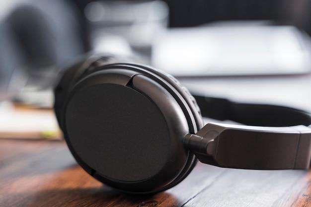 Journalism headphones for interview