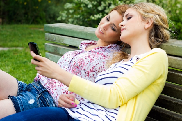 Internet joven comunicacion gente femenino