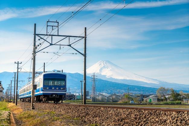 Jr伊豆箱根鉄道t津線の普通列車と静岡県三島の富士