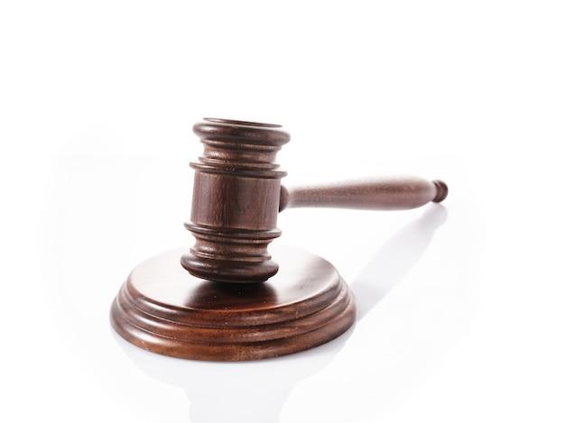 판사 (경매) 망치 흰색 배경에 고립