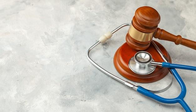 판사 망치와 청진 기입니다. 의료법, 의료 과실에 관한 판결.