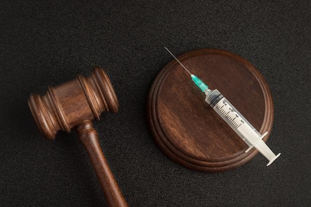Судьи молоток и шприц. законы о медицине. медицинское страхование и концепция права