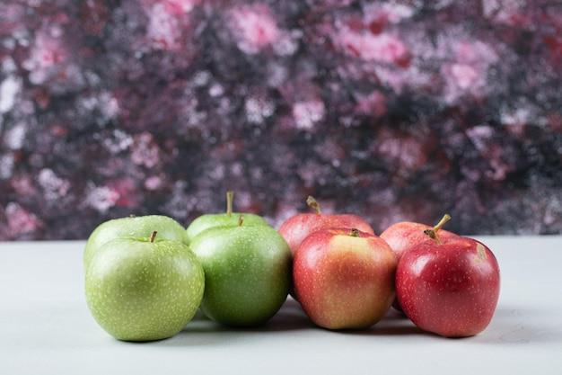 달콤한 사과 화이트에 격리입니다.