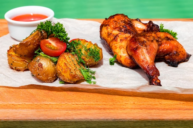 Сочные куриные окорочка bbq с жареным картофелем