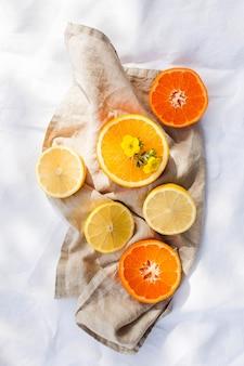 白のジューシーな柑橘系の果物