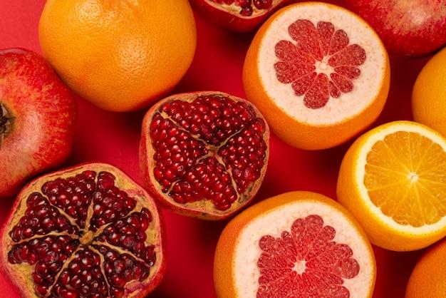 Сочный грейпфрут, апельсин, гранат, конфета цитрусовых.
