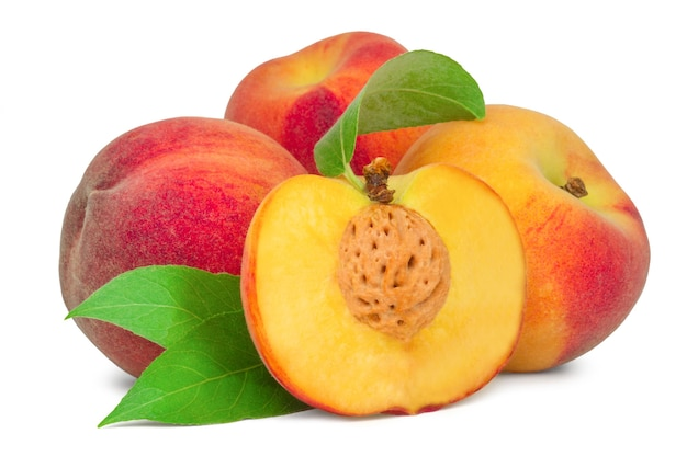ジューシーな桃と半分の桃が分離されました