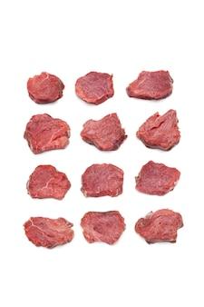 ジューシーな肉の上面図白い背景で隔離の行生牛ヒレ肉ステーキ