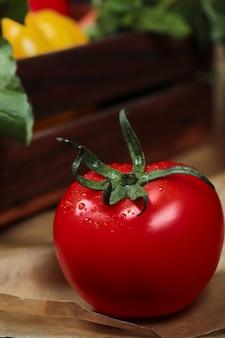 Pomodoro maturo succoso