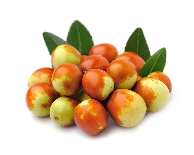 Плоды мармелада заделывают на белом. унаби. зизифус