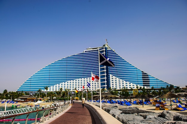 Jumeirah beach hotel on april 09, 2018in dubai, uae. well-known for its wave-shaped silhouette, remains one of the best recognizable landmarks of dubai, uae
