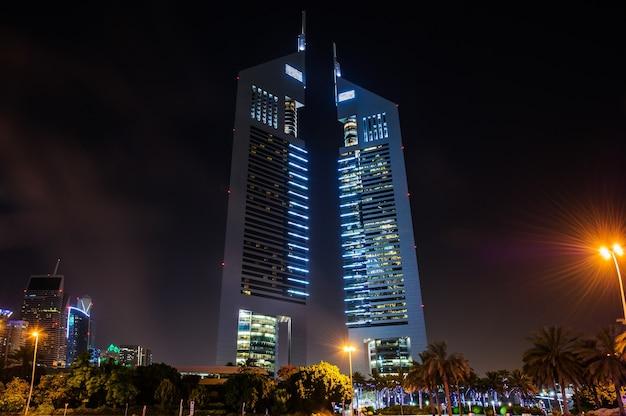 Jumeirah emirates towers, лучший городской отель дубая, расположен в коммерческом деловом районе.