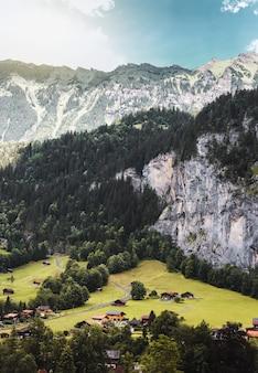 스위스 알프스 산맥의 라우터브루넨 계곡 스위스 마을의 융프라우요흐 철도