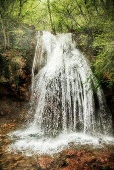 クリミア半島南東部の7月から7月の滝