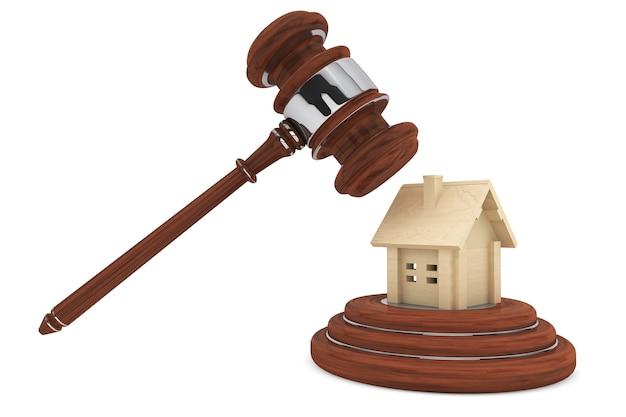 白い背景の木造住宅と正義のガベル