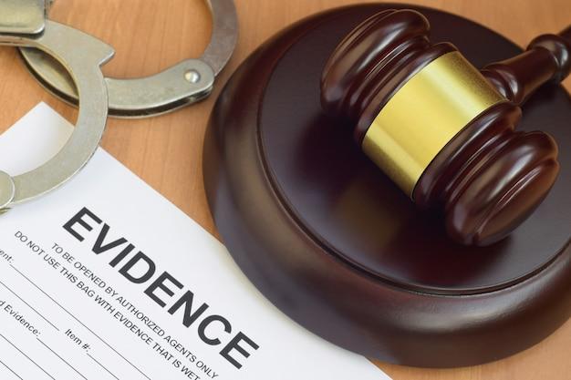 正義槌と証拠報告書