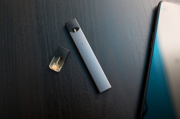 Juul電子タバコニコチン蒸気スティックとポッド