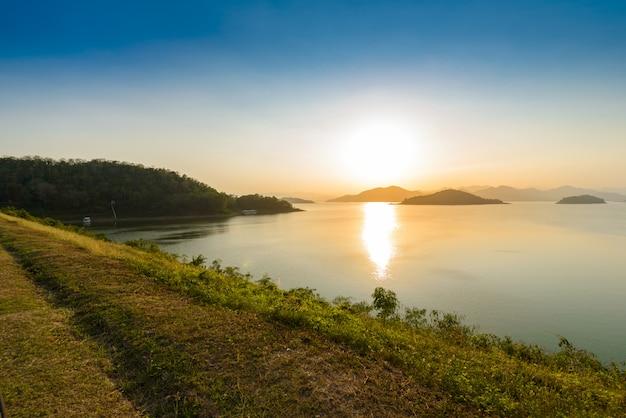 Kaeng krachanダムの風景natrueと水