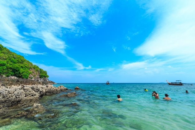 Остров кай, один из самых красивых пляжей и недалеко от острова пхи-пхи в провинции пхукет таиланд.