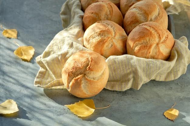 カイザー、または暗闇の中でパンのバスケットにウィーンのパン