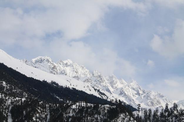 Kalam swat風景風景の中の雪の山