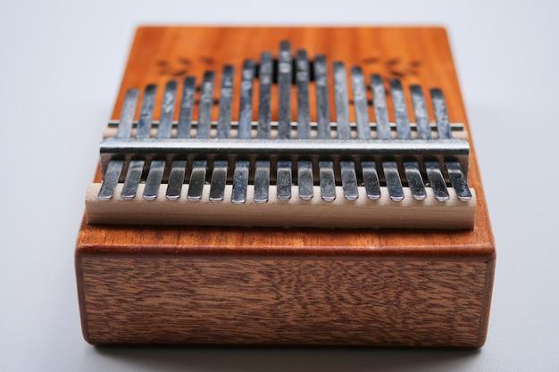 カリンバ(ムビラまたはマリンバ)。アフリカの楽器。