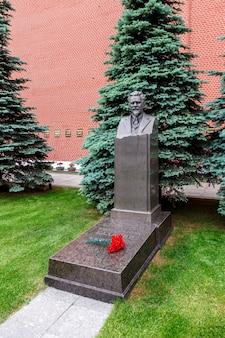 赤の広場モスクワロシアのモスクワクレムリンの壁にカリニンの墓