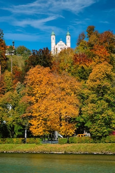 바이에른 독일의 바트 톨츠 마을에있는 칼 바리 엔 베르크 교회 교회